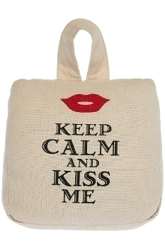 """doorstopper """"Keep Calm and Kiss"""""""